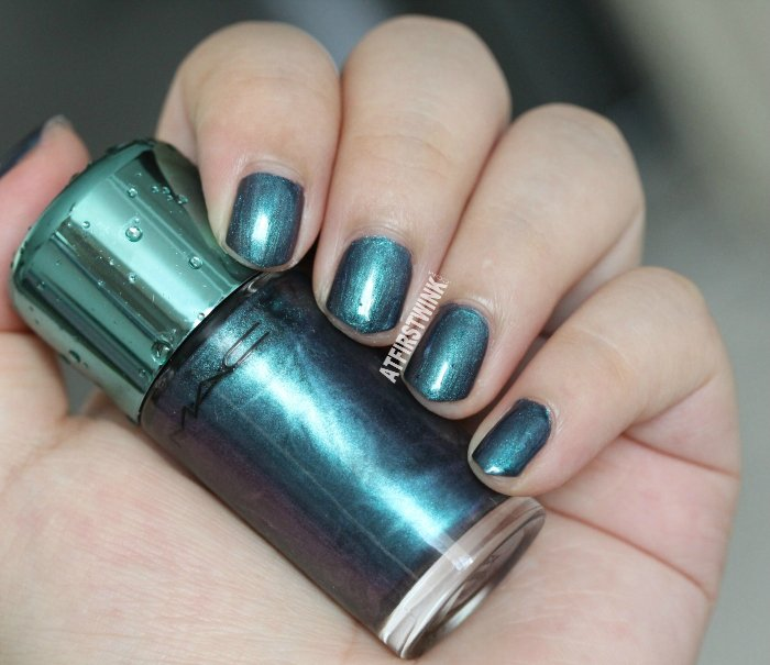 MAC Alluring Aquatic nail lacquer - submerged swatch