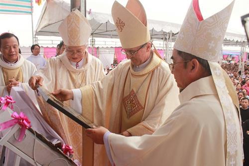 Thánh lễ đặt viên đá góc xây dựng thánh đường mới giáo xứ Tam Tòa