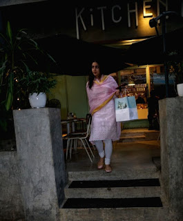 Indian Girl Sara Ali Khan Seen Without makeup face in Bandra Mumbai City (8)
