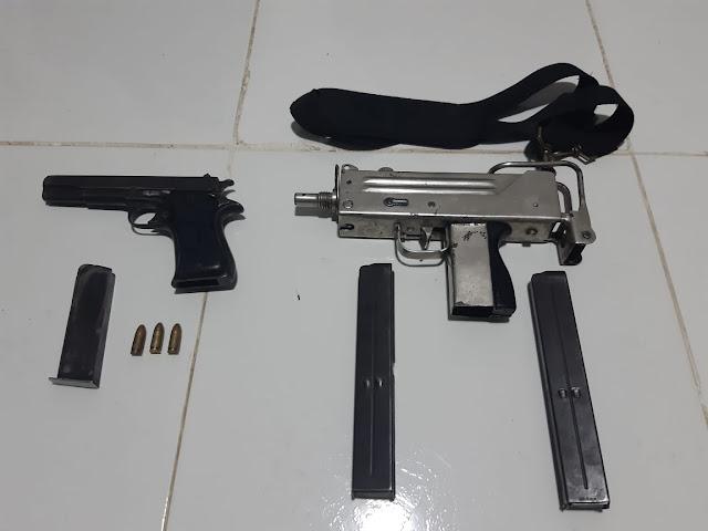 Dejaron abandonada una moto, una subametralladora y una pistola