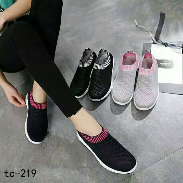 Sepatu Slip On New Pelangi
