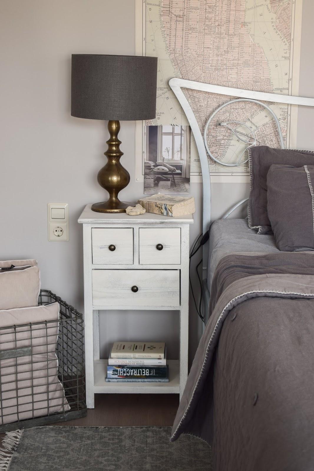 Nachttische finden für Schlafzimmer: Ratgeber für günstige bezahlbare Nachttische Deko Dekoidee