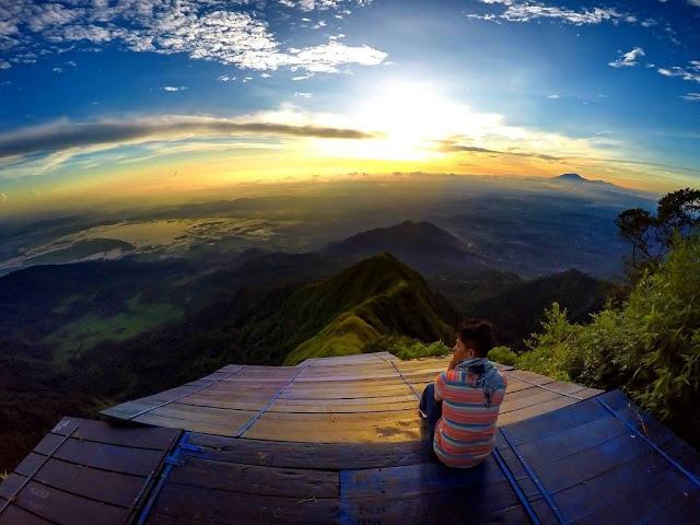 Spot Wisata Sunrise Terbaik Di Magelang -  Sunrise di Gunung Telomoyo