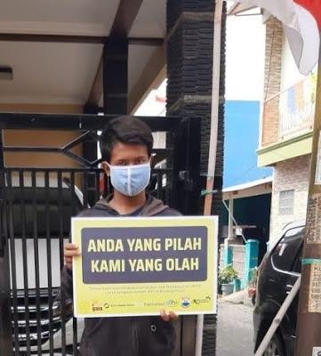 Petugas pengumpul sampah Kang Juhana