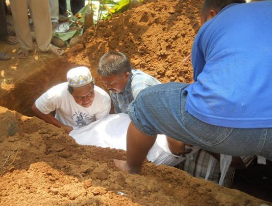 ASTAGFIRULLAH.!! Baru Dikubur 30 Menit Jenazah Ini Hangus Terbakar... Hanya Karena Hal Ini