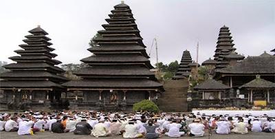 Pura atau Candi di Bali tempat ibadah umat hindu - berbagaireviews.com