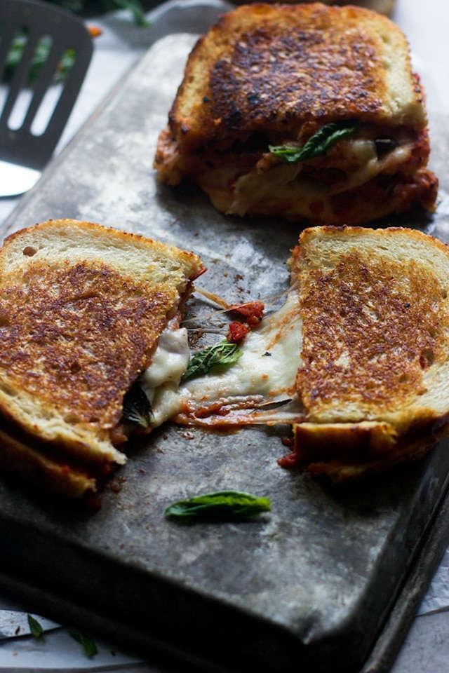 Cenas saludables que prepararás en menos de 5 minutos, sándwich pizza