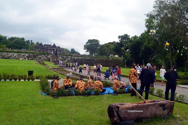 Atraksi budaya di Situs Ratu Boko ©JelajahSuwanto