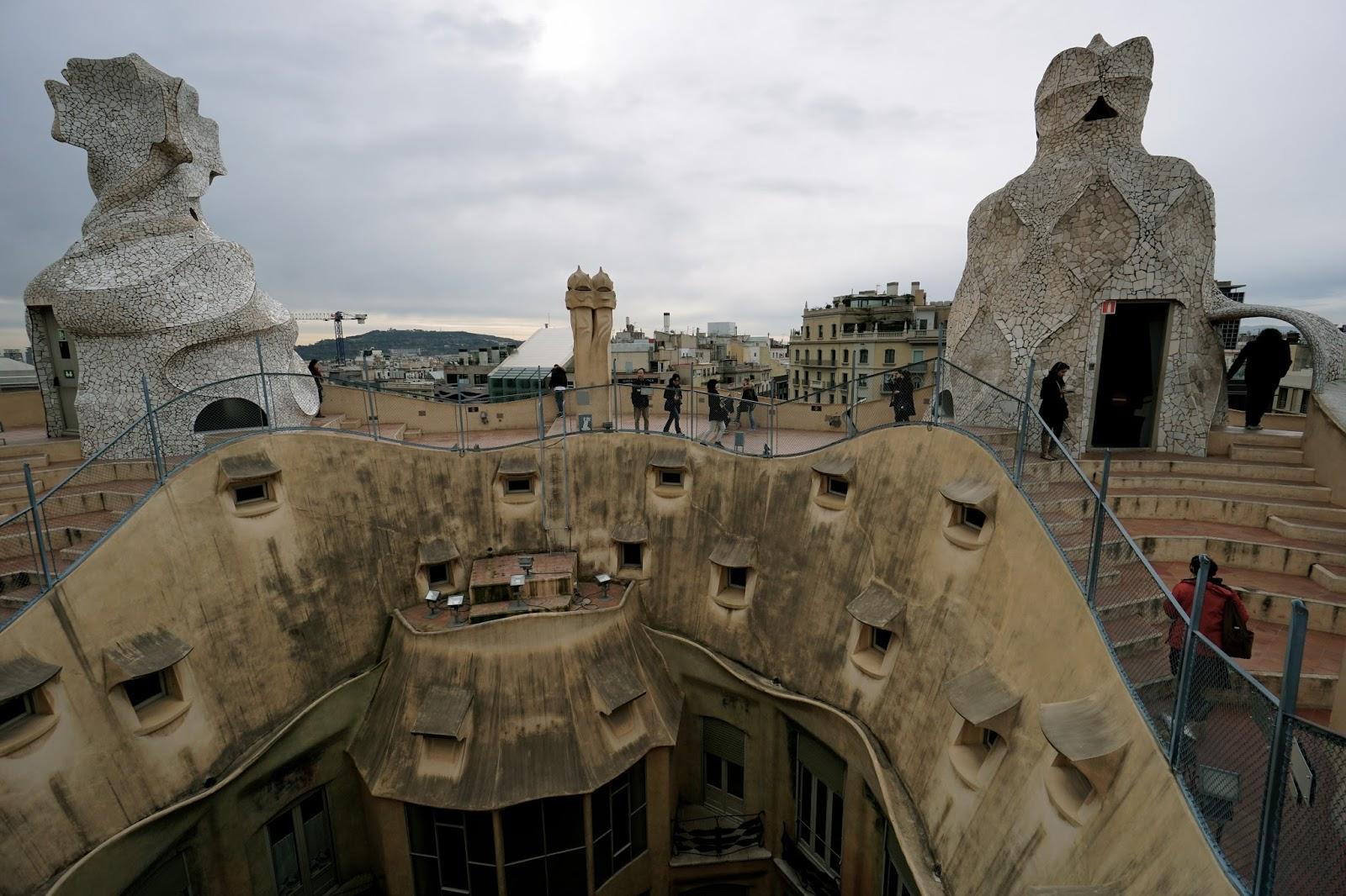 カサ・ミラ(Casa Milà) 屋上の高低差