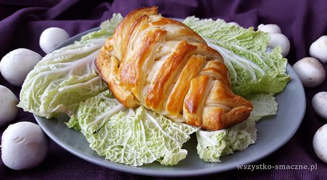 Filet kurczaka z pieczarkami w cieście francuskim