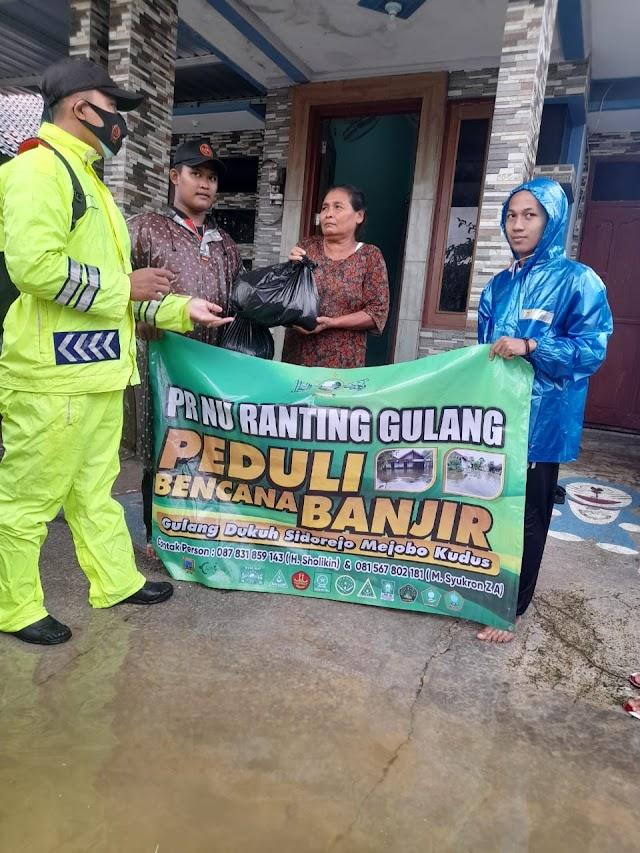 PR NU Gulang Dan Banomnya Memberikan Bantuan Logistik Pada Korban Banjir