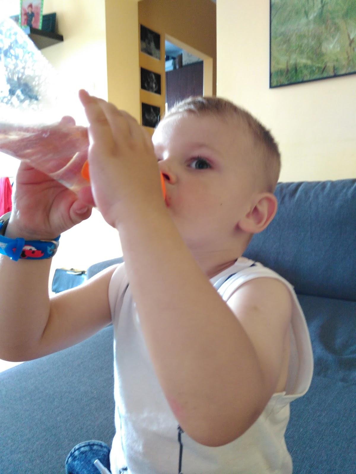 ja nauczyć dziecko pić wodę