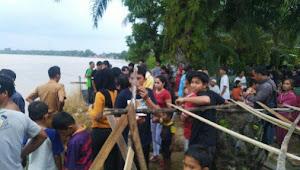 Digegerkan Seorang Warga Desa Pematang Pulai Jatuh dan Hanyut di Sungai Batanghari