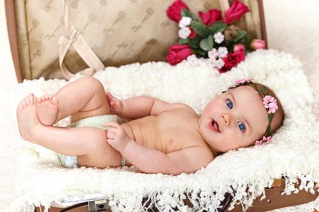 Bayi lucu cantik banget bermata biru