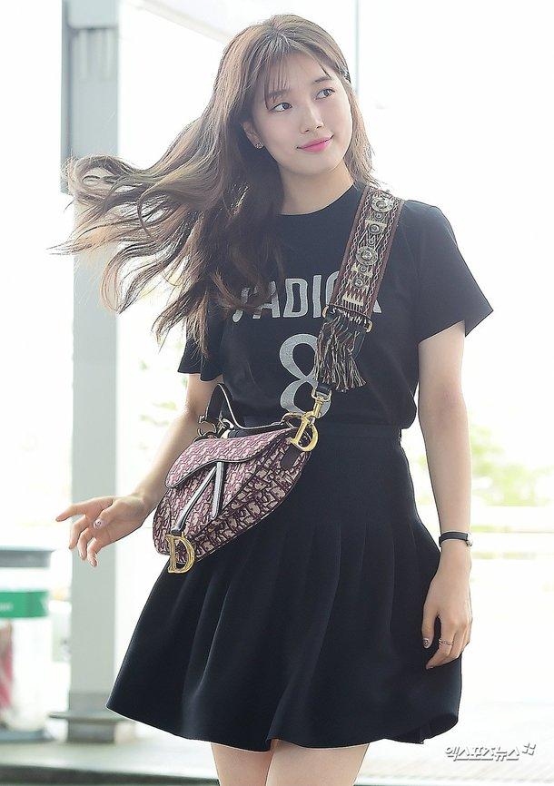 Suzy havaalanında baştan aşağı Dior giydi