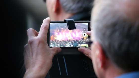 mengambil foto saat merekam video dengan ponsel