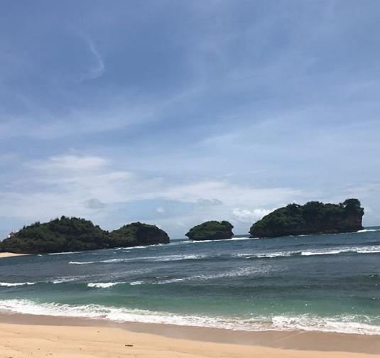 Pantai Watu Karung Wisata Pacitan