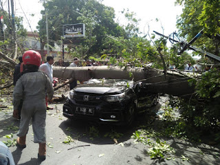 Cirebon Di Terpa Angin Kencang