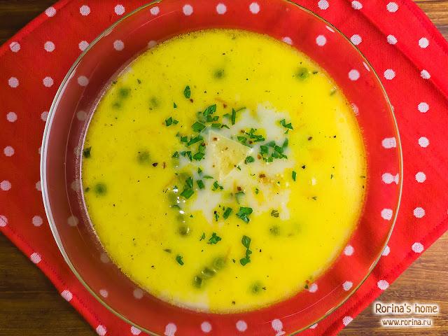 Диетический сырный суп с цветной капустой и зеленым горошком: пошаговый рецепт