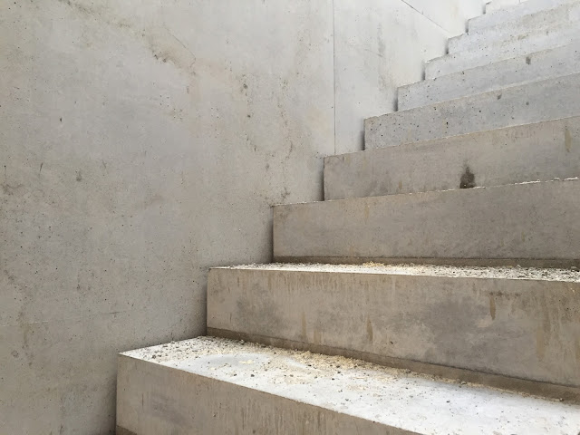 Betoninen portaikko lähikuvassa