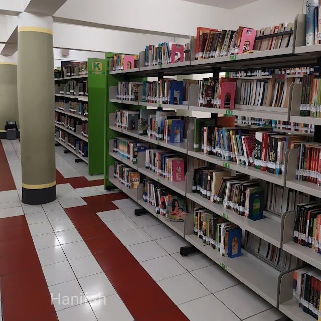 Koleksi buku Masjid Agung Surabaya
