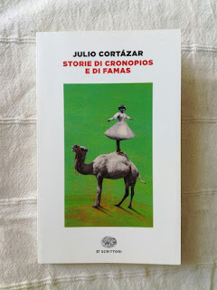 Storie di cronopios e di famas - Julio Cortázar {Recensione no-spoiler} felice con un libro