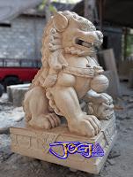 Patung singa samsi dibuat dari batu alam paras jogja atau batu putih gunungkidul, yogyakarta.