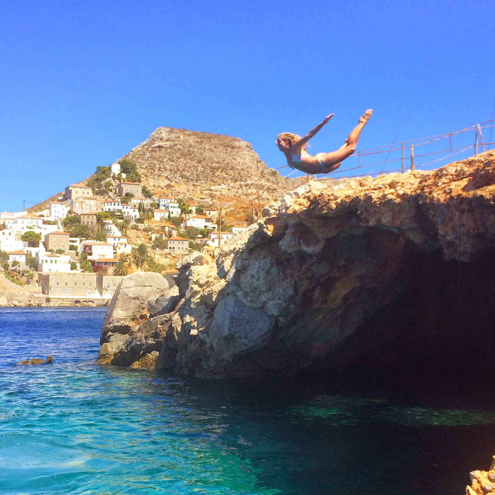grecce-hydra-cliff-jumping-yacht-week-fashion