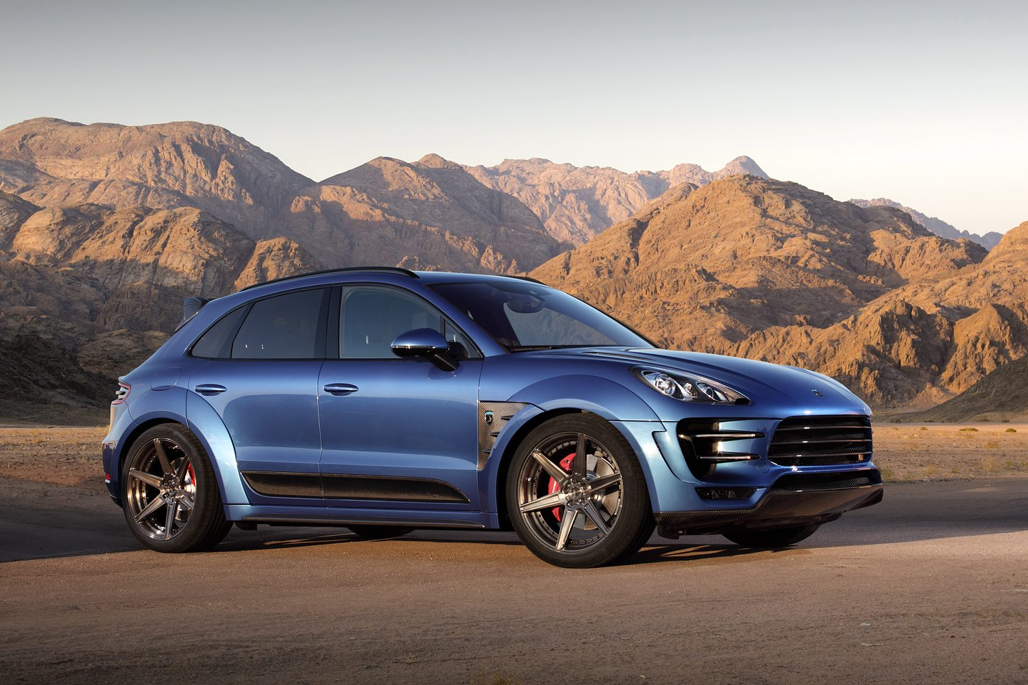 new porsche macan ursa tune by russia 39 s topcar carscoops. Black Bedroom Furniture Sets. Home Design Ideas