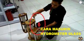 Cara Pasang Gelas Ukur Hydrometer Pada Tempat Penyimpanan Gelas Ukur BBM