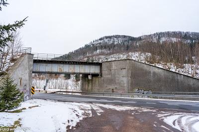 Unisław Śląski (Dolny), wiadukt kolejowy na czynnej okresowo linii do Mieroszowa i dalej do czeskiego Mezimesti