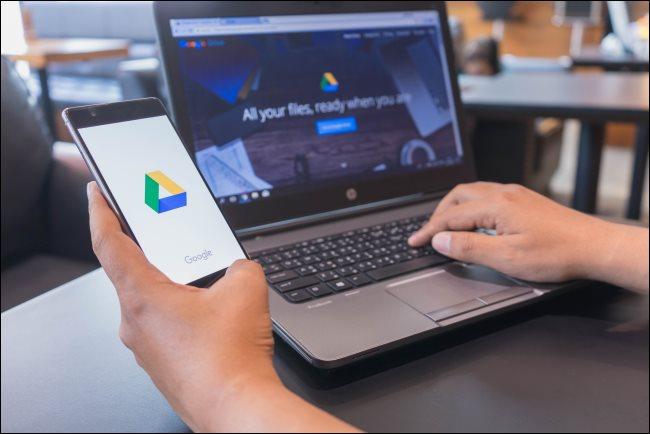 Google Drive على هاتف ذكي وجهاز كمبيوتر محمول