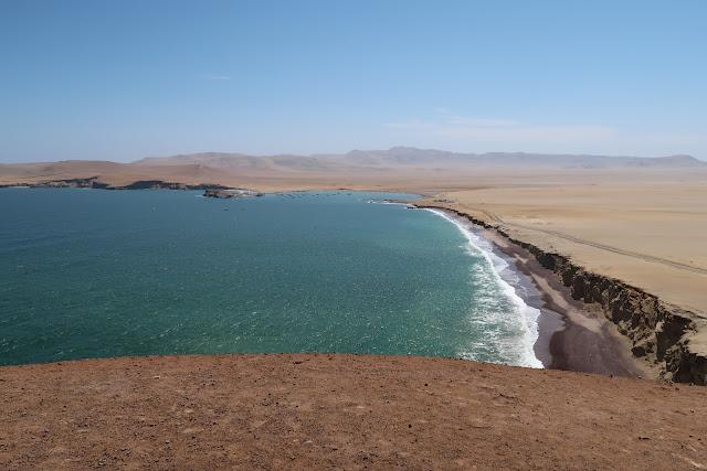 Playa roja y lagunillas en Paracas