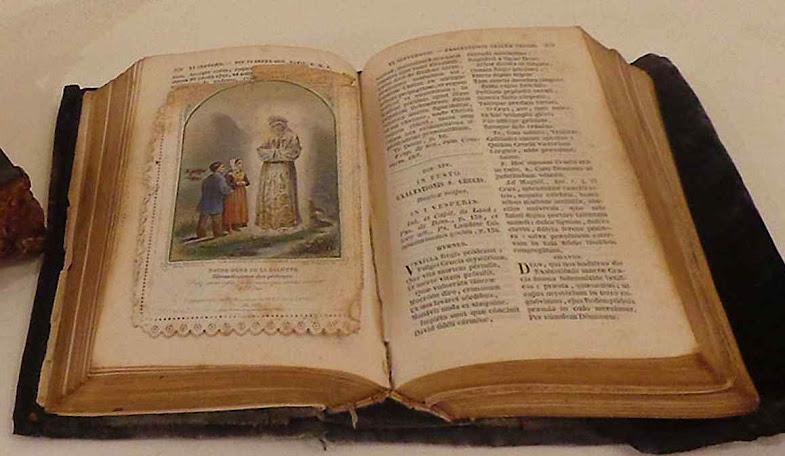 Santinho de La Salette com que o Beato Cestac marcava as páginas em seu breviário