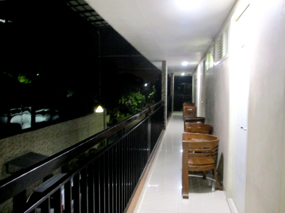 Balkon lantai dua Grand Kebonsari Guest House & Homestay Syariah Surabaya