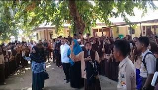 <b>Siswa Gelar Demo, Dewan Guru SMAN 1 Sape Keluarkan Petisi Pencopotan Oknum Kasek</b>