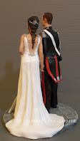 statuette sposini personalizzati sposa elegante sposo in gus carabiniere orme magiche