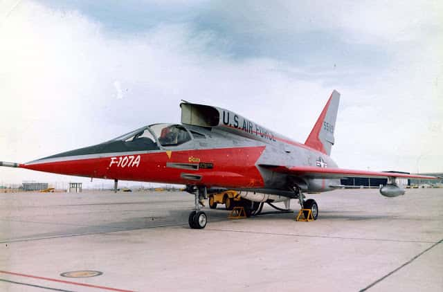 Mengenal North American F-107