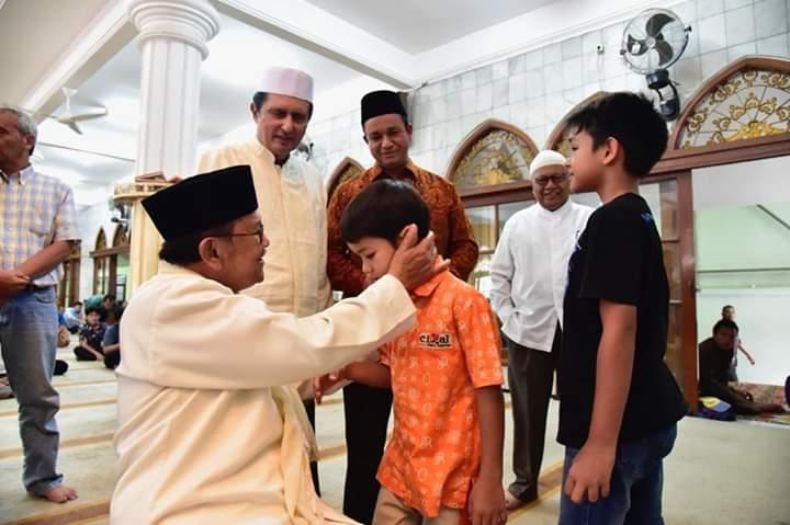 [Foto] Keakraban BJ Habibie dan Keluarga Anies Baswedan Ini Bikin Haru