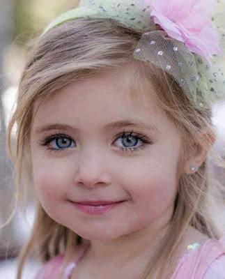 güzel masum sevimli kız bebek
