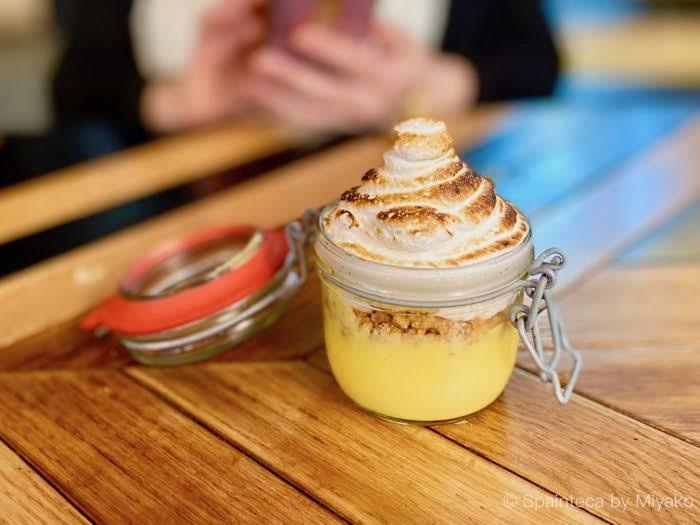 Limbo マドリードのリンボの可愛い瓶にはったレモンパイ