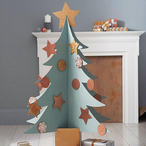 Un árbol de navidad de cartón
