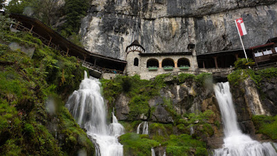 Walkway, St. Beatus Caves, Swiss