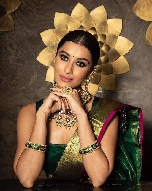 Madhurima Banerjee  (Indian Actress) Wiki, Biography, Age, Height, Family, Career, Awards, and Many More...