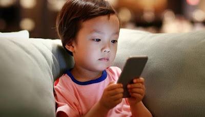 كيف تحمي أطفالك من خطر الهواتف الذكية .. خطير