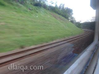 kereta api melaju kencang