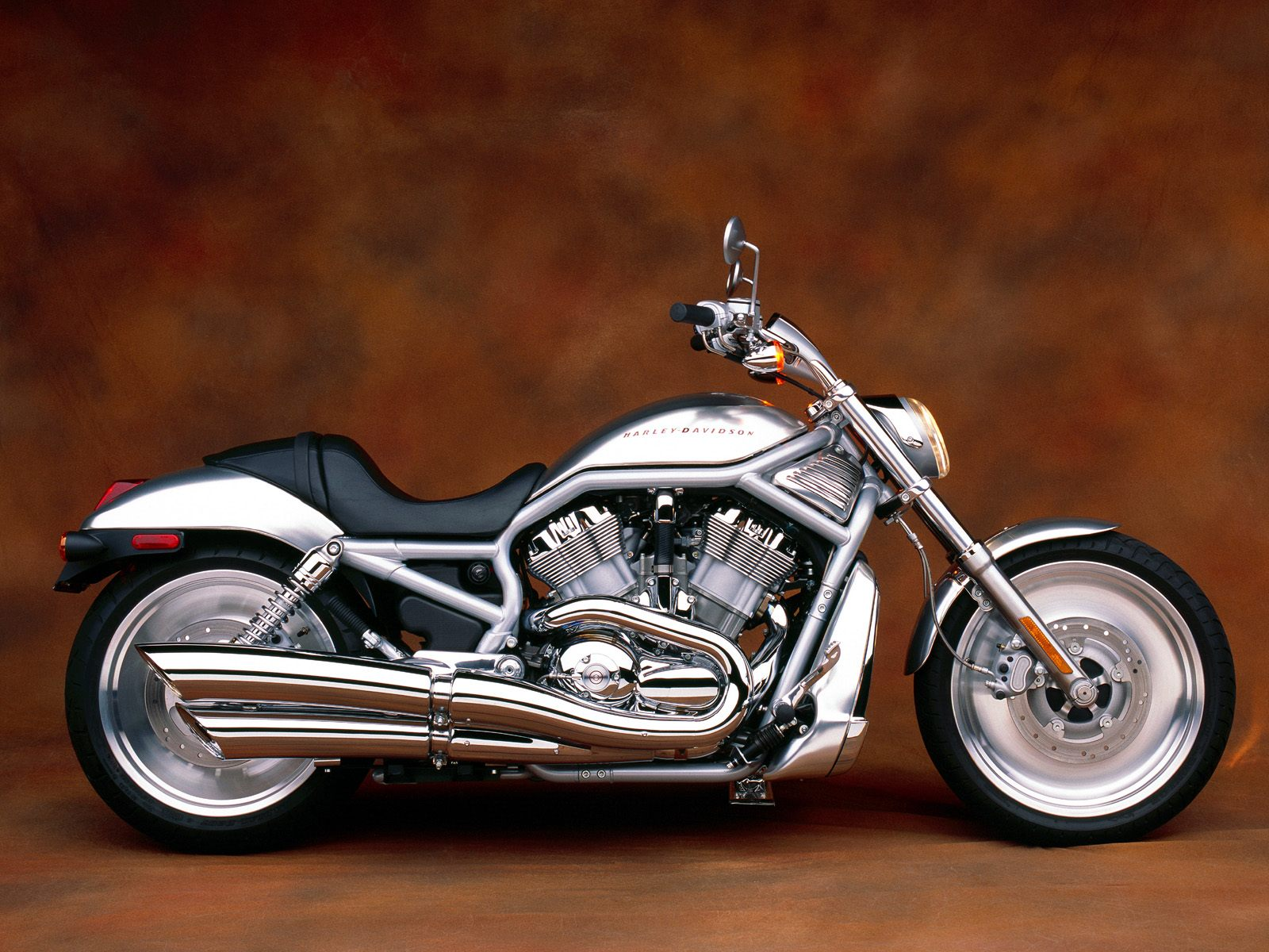 MOTORCYCLES - MOTORCYCLE NEWS AND REVIEWS: HARLEY DAVIDSON V-ROD