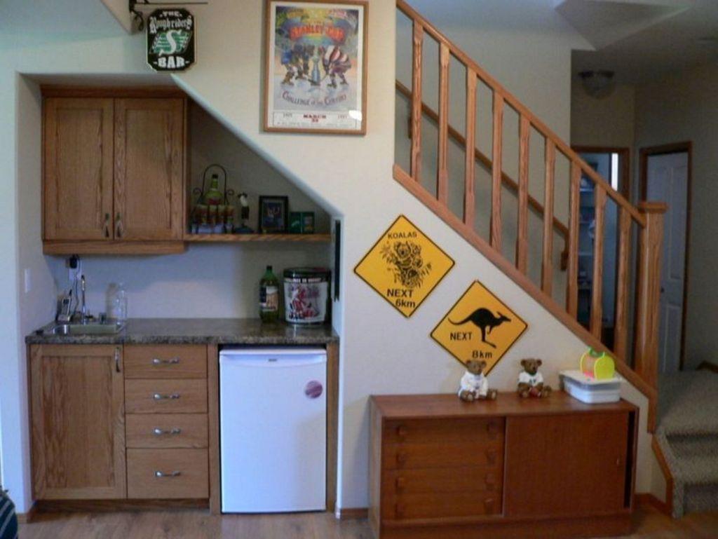 Menata Interior Untuk Dapur Ruang Bawah Tangga Banyak Disukai