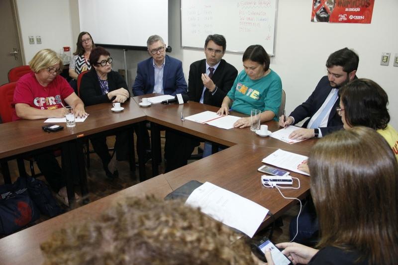 Documento possui pontos acordados durante encontro com direção do Cpers/Sindicato nesta tarde - Foto: Nabor Goulart/casa Civil