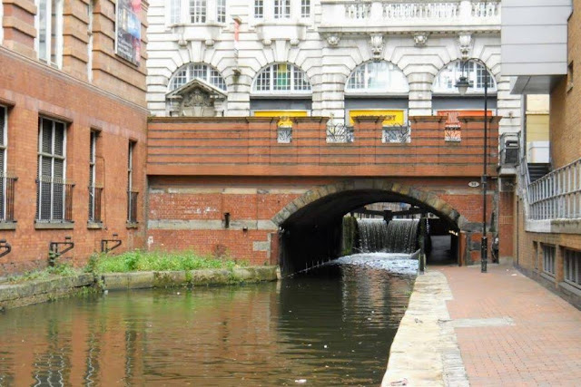 Things to do in Manchester for a day - Take a walk on the canal